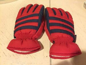 Kids thinsulate size medium snow ski gloves North Lakes Pine Rivers Area Preview