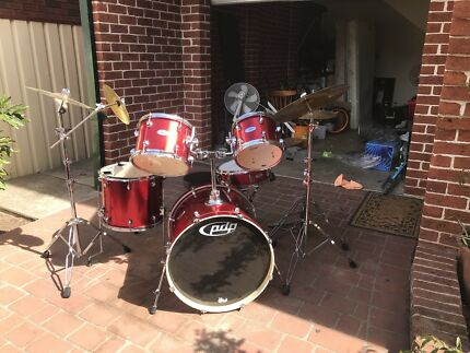 Pdp 9 piece drum set + Evan skin upgrade + meinl cymbals