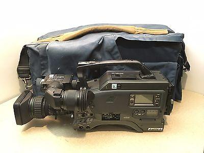 Видеокамеры JVC Digital S Professional DY-90U
