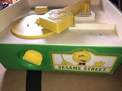 Vintage 1984 Fisher-Price Sesame Street Music Box Record Player 5 Records-Works