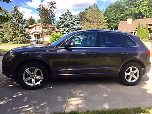 2010 Audi Q5 fully loaded 4WD Panoramic Rooftop