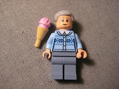 Lego Marvel Aunt May 76115 Minifigure