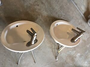 Two bathroom sinks with fixtures for sale !