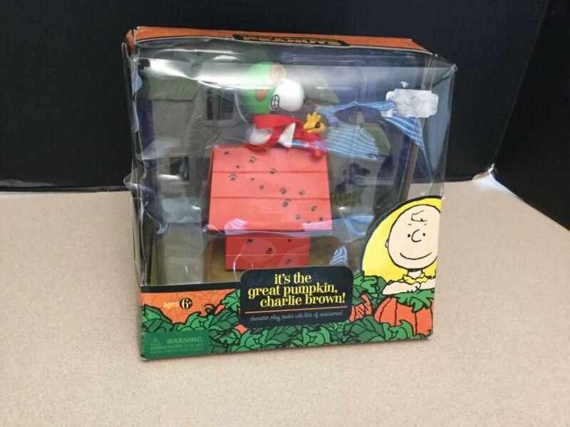 Rare! Peanuts It's The Great Pumpkin Charlie Brown Snoopy's Doghouse & Woodstock
