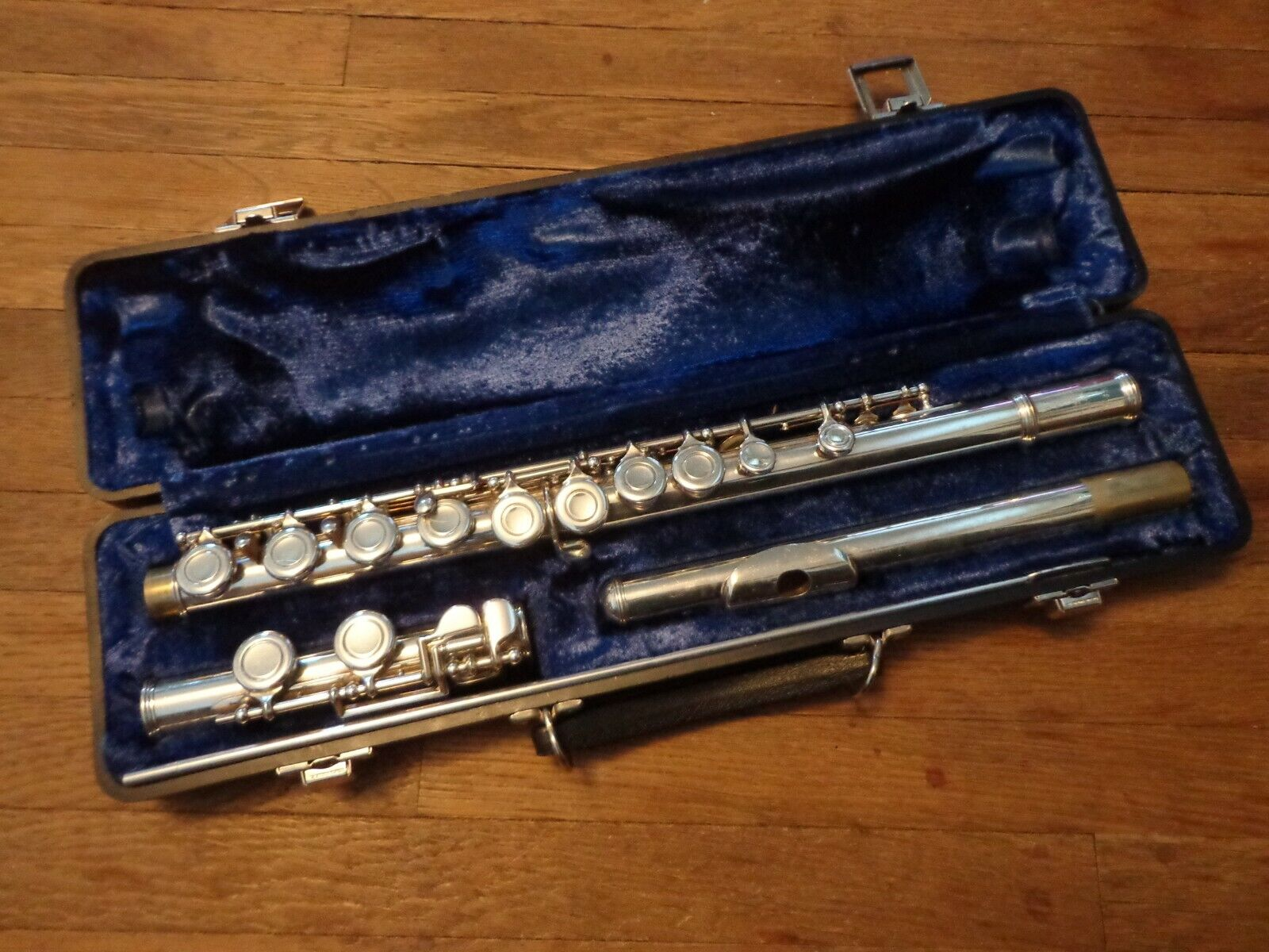 Armstrong Model 104 Flute With Hard Case  - $39.99