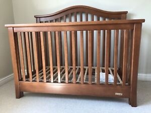 High Quality Solid Wood Dutailier Crib