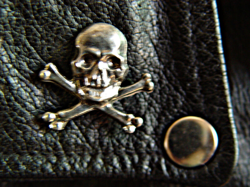 Skull & Crossed Bones Classic Vintage Old School Motorcycle Vest Biker Pin 1123