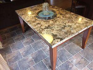 Table de cuisine en marbre / Marble kitchen table