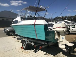 Half cabin cruiser 18ft 115 Johnson