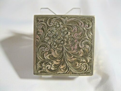 VINTAGE 800 SILVER COMPACT WITH HIDDEN LIPSTICK COMPARTMENT; BEAUTIFUL DESIGN