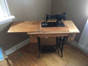 MINT 1952 SINGER sewing machine