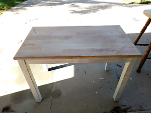 Small table and chairs Petrie Pine Rivers Area Preview