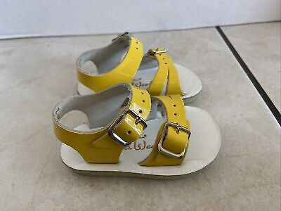 Infant Girl's Sun San Sea Wees Sandals Size 2 Shiny Yellow *pre-owned* 2001S