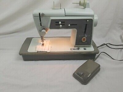 Vintage Singer Touch and Sew Model 600 Sewing Machine W/ Carrying Case