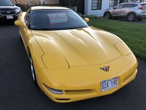 Beautiful 2004 Yellow Corvette in Excellent  Condition