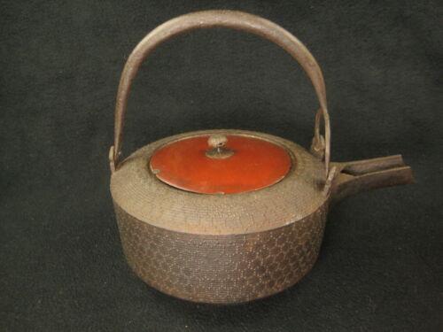 ANTIQUE JAPANESE EDO ERA c. 1850 CAST IRON TEA POT TETSUBIN CHOSHI WOODEN LID