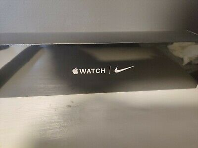 Apple Watch Nike Series 5 (GPS) 40mm Silver Aluminum Case with Pure Platinum/Bla