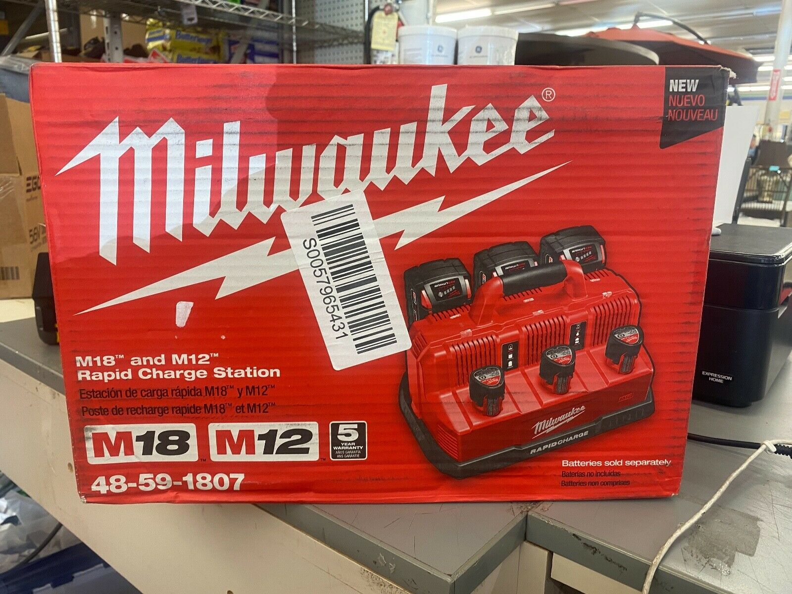 Milwaukee M12 & M18 Multi-Voltage 6-Port Sequential Rapid Battery Charger
