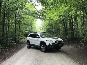 2015 jeep trailhawk. W/ set of winters on rims. Awd