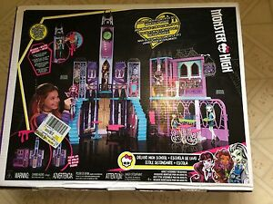 BNIB Monster High Deluxe High School