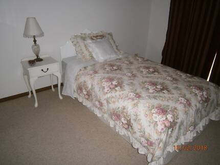 Queen Anne Bed suite