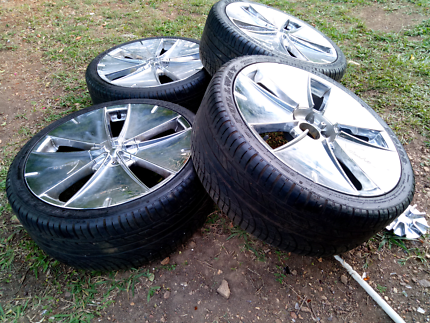 Veloche rims and tyres off Hilux