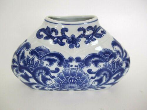 "Chinese Blue & White Wide Porcelain Vase 9.5"" x 6"""