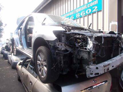 Toyota Camry Hybrid 2010 is now WRECKING!!!