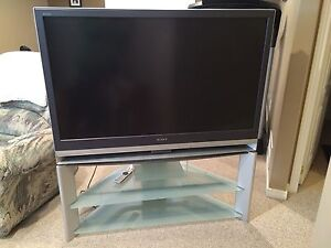 """50"""" tv Sony and stand."""