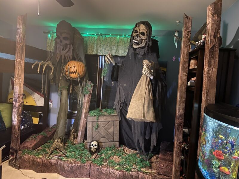 Spirit Halloween Display Jacks Cave And Front Theme Posts