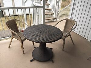 Patio table + 2 chairs - table + 2 chaises