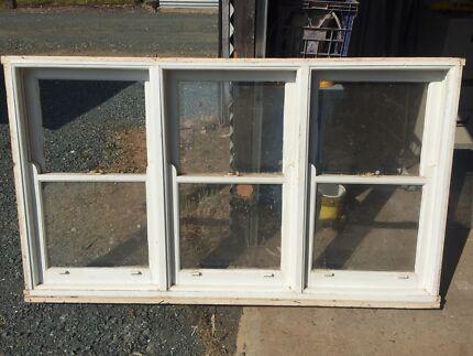 Tripple hung timber window