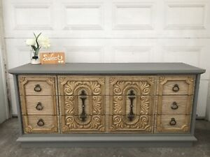 GORGEOUS Dresser/TV Console with 9 drawers-220$