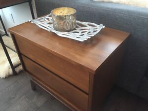 Mid-century modern end table with drawers