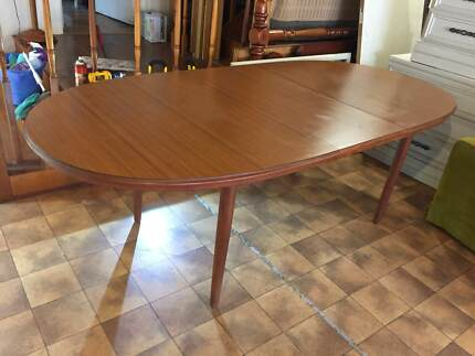 RETRO CHISWELL TEAK EXTENSION DINING TABLE