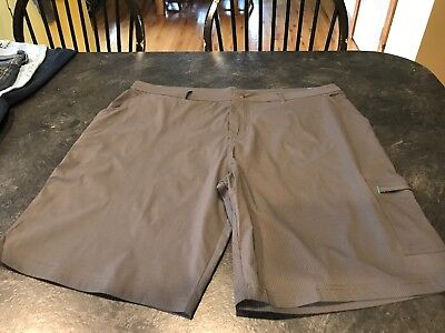 Men's Fabletics Powell Cargo Gray Striped Chino Athletic Shorts Size XL - Nwt