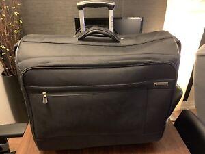 Mid-Size Garment Luggage/Suitcase