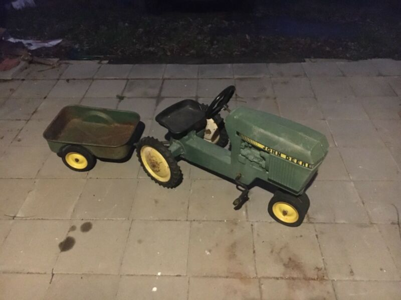 ERTL John Deere Pedal Tractor with Wagon