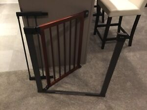Brica munchkin Wood and Steel Safety gate