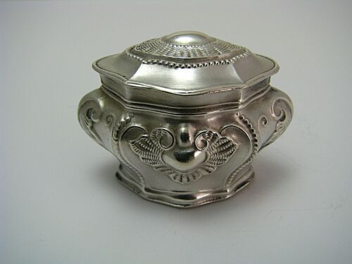 """SILVER PILL BOX  SNUFFBOX """"Baroque"""" 800 Silver by D.Vollgold & Son Germany c1900"""