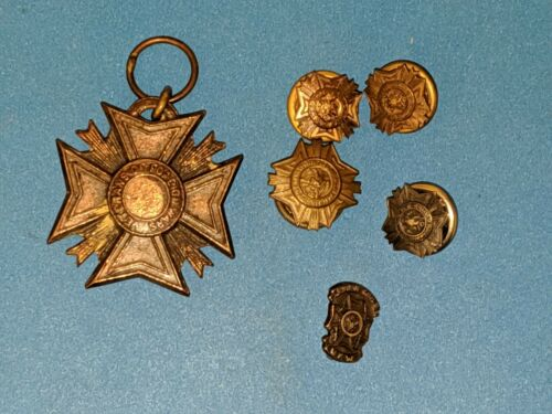 Old WWII VETERANS OF FOREIGN WARS VFW BRONZE MEDAL & Pin Lot of 6
