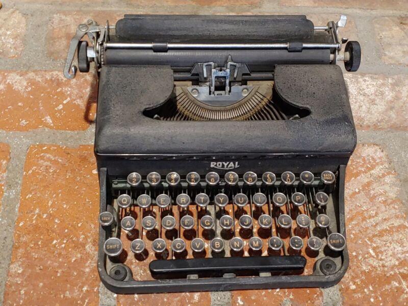 1939 UB Royal Varsity Portable Typewriter- Antique