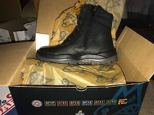Brand new mongrel boots size 10 Park Ridge Logan Area Preview