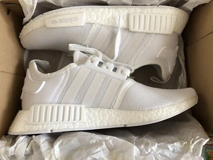 ADIDAS NMD R1 - TRIPLE WHITE - LTD US8.5 / UK8