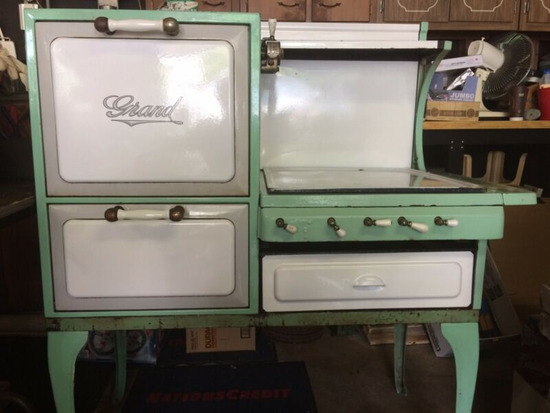 Antique Grand GAS Stove ALL ORIGINAL!! WORKS GREAT !!! ONE OWNER !