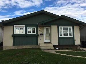 3 bedroom upper level Fort Saskatchewan house for rent