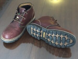 Men's (9.5) Steel Toe Leather Work Boots, like new.