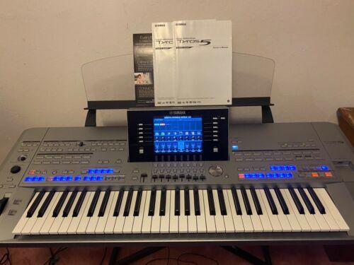 YAMAHA THROS 5-61 keyboard workstations