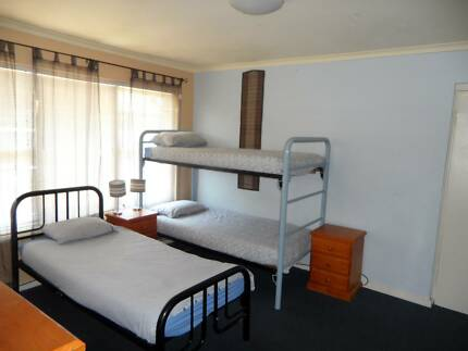 CLEAN BRIGHT STUDIO Suit 2-4 Backpackers near Fitzroy St St Kilda