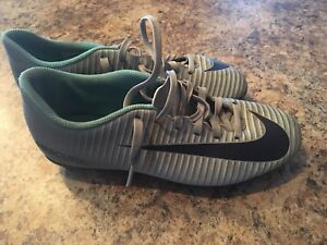 Soccer cleats-woman size 7